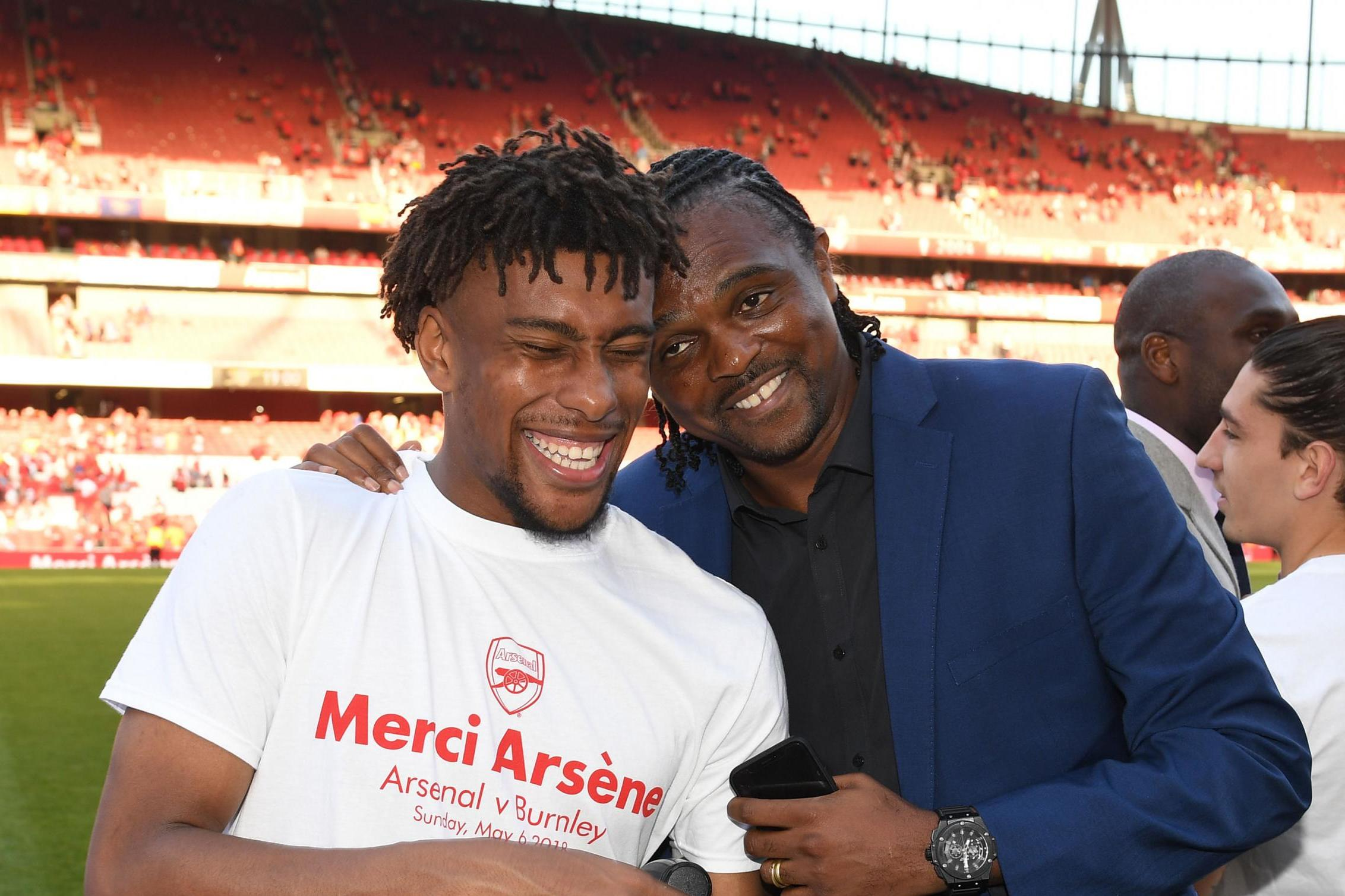 Arsenal hand Iwobi new deal, sell Akpom to PAOK