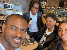 """Vincent Enyeama Releases Adorable Photo Lunching With His Family And Calls Them """"My Team"""""""